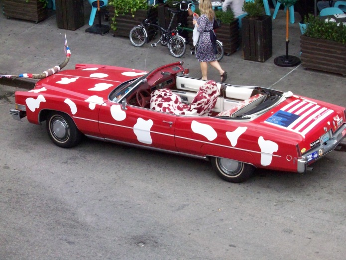 """Red and white """"cow"""" car, as seen from the High Line, New York"""