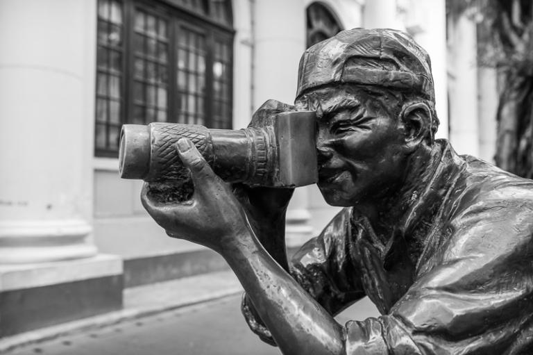 Bronze statue of a photographer