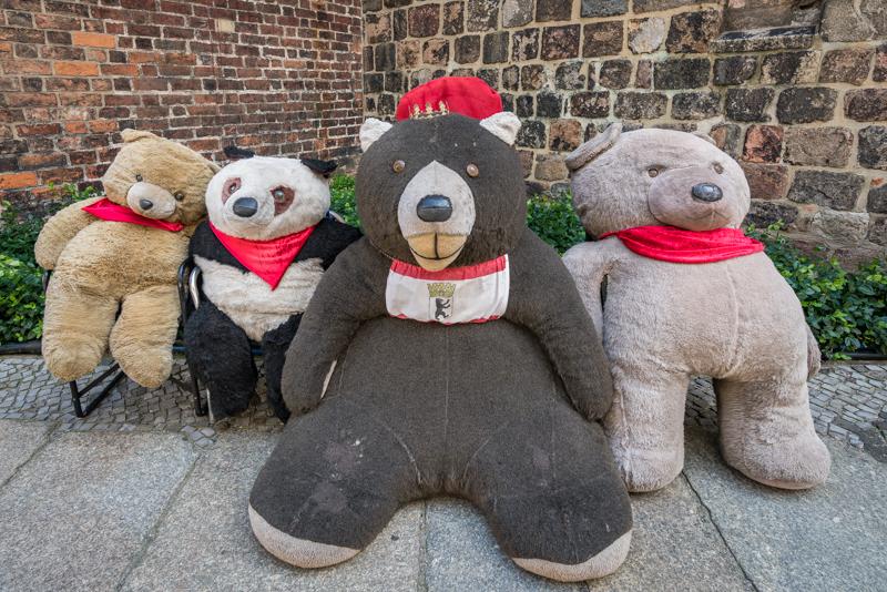 Several giant teddy bears outside